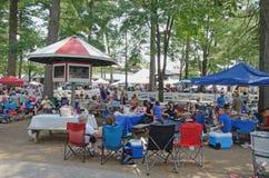 Picknicking na tor wyścigów konnych ziemiach, Saratoga Skacze, NY, Tom Wurl Zdjęcia Royalty Free