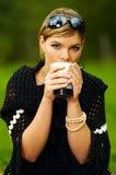 picknickkvinna Royaltyfri Foto