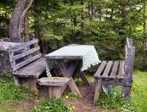 Picknicklijst Royalty-vrije Stock Foto's