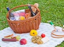 Picknickmand Royalty-vrije Stock Afbeeldingen