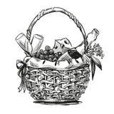 Picknickmand met snack Stock Afbeeldingen