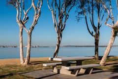 Picknickområde på Chula Vista Bayfront parkerar i San Diego Arkivfoto