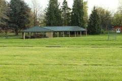 Picknickstelle in einem Park Lizenzfreies Stockfoto