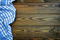 Picknicktabelltorkduk på träbakgrund Royaltyfri Fotografi