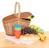 picnic καλαθιών Στοκ εικόνες με δικαίωμα ελεύθερης χρήσης