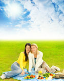 picnic κοριτσιών στοκ φωτογραφίες με δικαίωμα ελεύθερης χρήσης