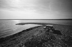 picnic λιμνών πίνακας σκηνής Στοκ εικόνες με δικαίωμα ελεύθερης χρήσης