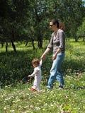 picnic 2 οικογενειών στοκ εικόνες με δικαίωμα ελεύθερης χρήσης