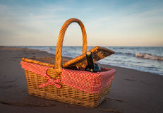 Picnic basket at the beach Royalty Free Stock Images