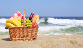 Picnic basket on the beach Royalty Free Stock Photography