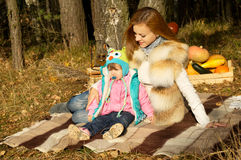 Picnic, the mother and daughter resting in autumn Stock Photography