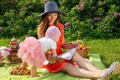 Picnic, mother and daughter resting Royalty Free Stock Photos