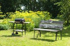 Picnic nel giardino fotografia stock libera da diritti