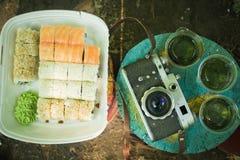 Picnic Sushi all'aperto un giorno di estate Fotografia Stock Libera da Diritti