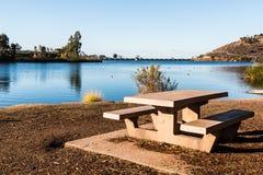 Picnic Table Unterlassungssee Murray in San Diego Stockfoto