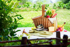 Picnic Wattled Basket Setting Food Bread Drink Royalty Free Stock Photography