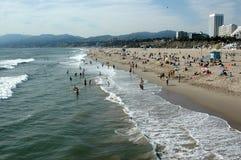 Picnickers och kyla, Santa Monica Beach, Kalifornien, USA arkivfoto
