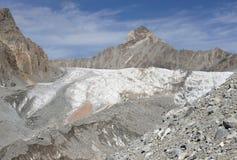 Pico 4 de Aktash 037 m y frente del glaciar Dugoba, Pamir-alay Fotografía de archivo