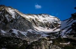 Pico alto no Colorado Rocky Mountains With Snow em junho Fotos de Stock Royalty Free
