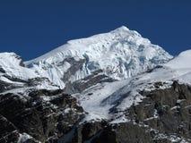 Pico capsulado nieve hermosa del oeste de Chulu foto de archivo