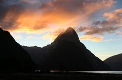 Pico da mitra, Milford Sound, parque nacional de Fiordland Fotografia de Stock