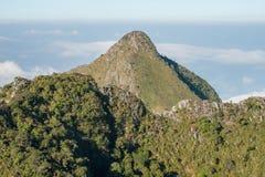 Pico da pirâmide da escala de montanhas de Chiangdao em Chiangmai, Tailândia imagens de stock