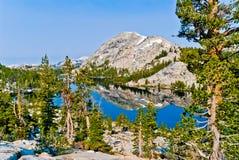 Pico de Chittenden e lago Tilden, parque nacional de Yosemite, Califor Fotografia de Stock