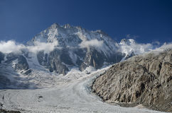 Pico de Grandes Jorasses nos cumes franceses Fotos de Stock