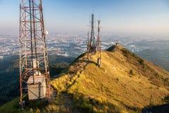 Pico de Jaragua y antena de la TV Imágenes de archivo libres de regalías