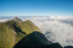 Pico de la pirámide de la gama de montañas de Chiangdao en Chiangmai, Tailandia Foto de archivo libre de regalías
