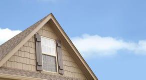 Pico de la ventana de la casa Fotos de archivo