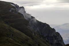 Pico de las montañas de Bucegi Foto de archivo