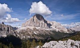 Pico de las montan@as con las nubes Fotos de archivo
