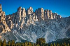 Pico de latemar em Tirol sul, dolomite, Itália fotografia de stock royalty free
