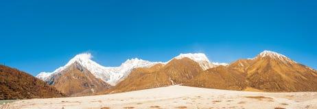 Pico de Lirung del panorama de la cordillera de Langtang Imágenes de archivo libres de regalías
