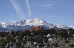 Pico de los lucios con el jardín del parque de dioses en invierno Foto de archivo libre de regalías
