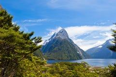 Pico de Milford Sound e de mitra em Fjordland NP, NZ imagem de stock royalty free