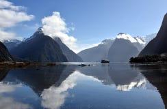 Pico de Milford Sound y del inglete Imágenes de archivo libres de regalías