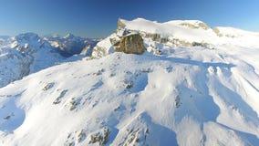 Pico de montaña en apagado un Piste Ski Area almacen de video