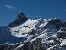 Pico de montaña en el invierno fotos de archivo libres de regalías