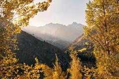 Pico de montaña de la nieve imagen de archivo