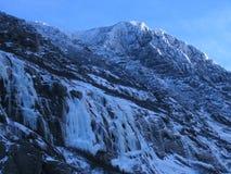 Pico de montaña nevado Imagen de archivo libre de regalías