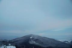 Pico de montaña Nevado por la mañana Fotografía de archivo