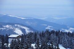 Pico de montaña Nevado por la mañana Foto de archivo