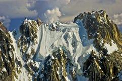 Pico de montaña rugoso Imagenes de archivo