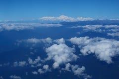 Pico de montanha com a montanha a mais alta da neve em Butão naturalizado fotos de stock royalty free