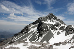 Pico de montanha com turistas Fotos de Stock