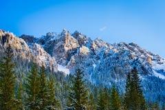 Pico de montanha da clareira de Pisana, inverno do vale de Koscieliska, Tatr Imagens de Stock