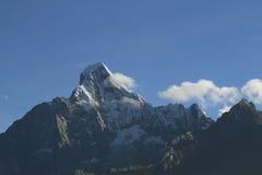 Pico de montanha da neve Fotos de Stock Royalty Free