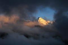 Pico de montanha de Huantsan no BLANCA peruano de Cordilheira foto de stock